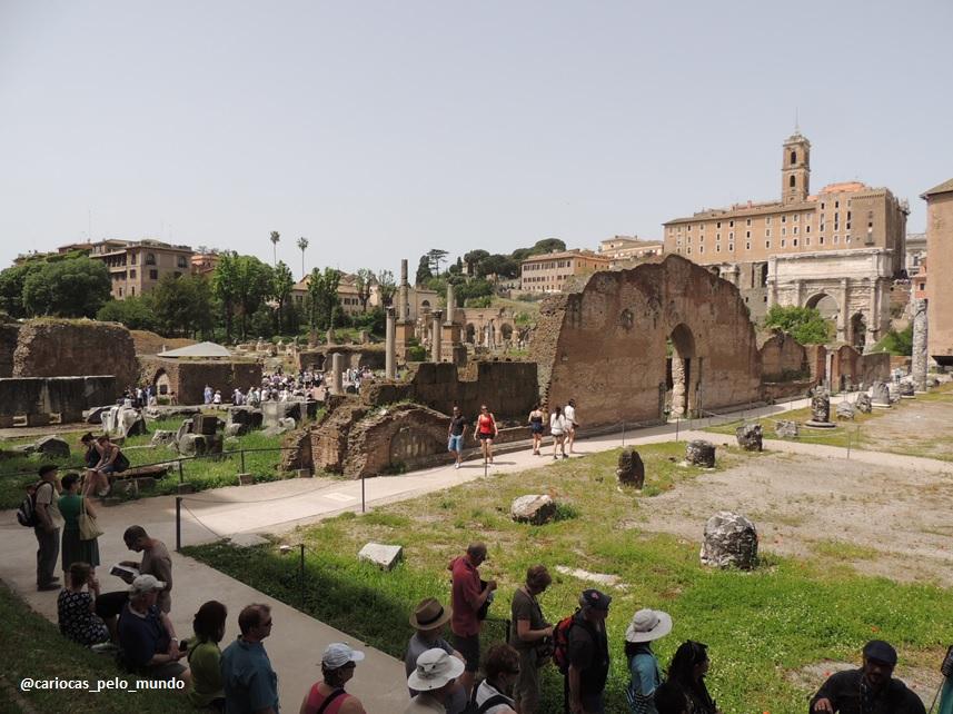 Fórum Romano e Palatino exige disposição, pois tem muita coisa bacana para ver. E claro, poeira...muuuuuuuita poeira! rs